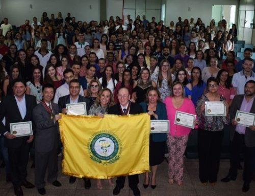 Jovens são incentivados à pesquisa em oficina da Academia de Farmácia em parceria com o CRF-RO