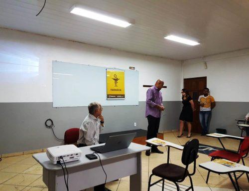 Farmacêuticos de Ouro Preto do Oeste e Jaru em palestra sobre legislação e fiscalizações do CRF-RO